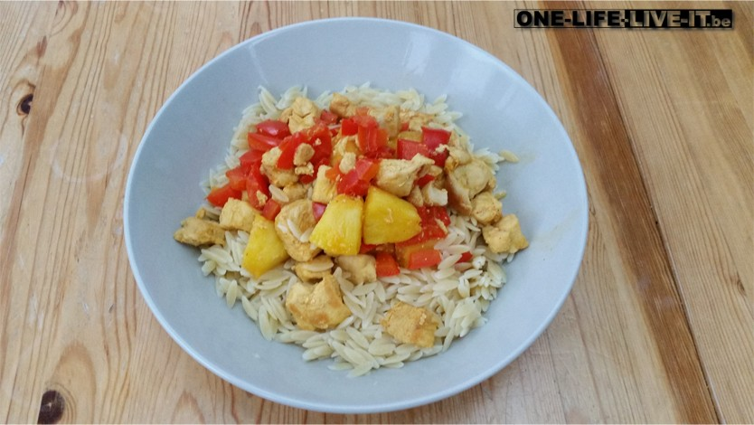 Rode paprika met ananas en kip