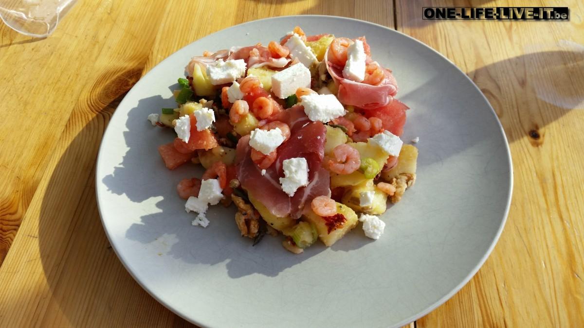 Aardappelsalade met watermeloen, feta en pompoenpitten