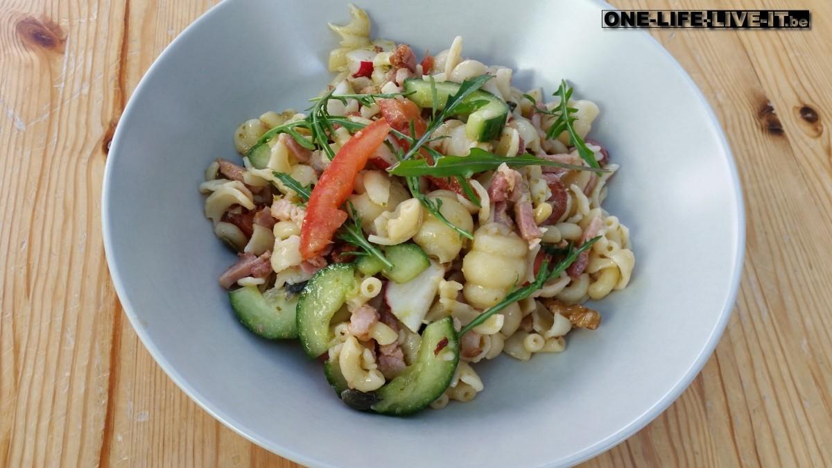 Salade van pastaschelpjes met rucola-pesto