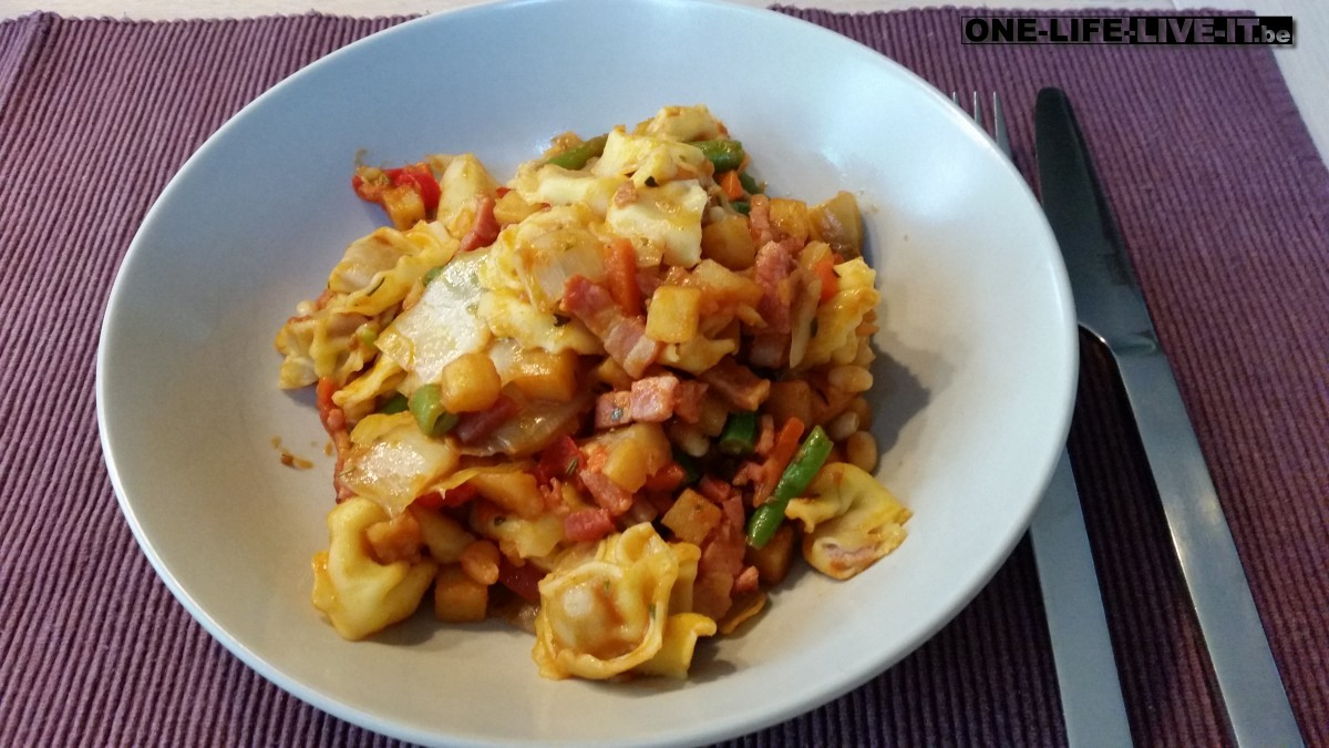 Tortellini met spek en groenten