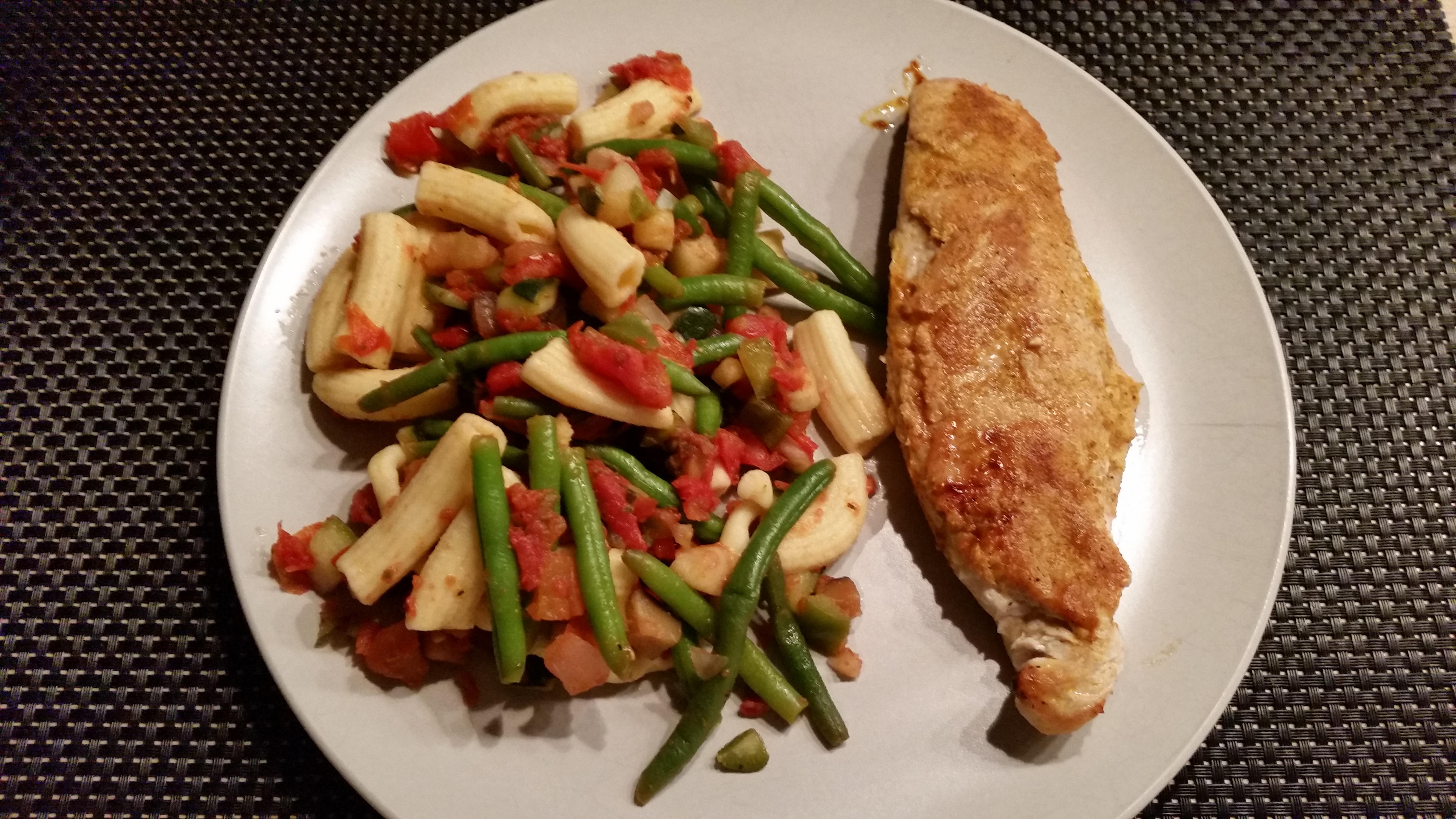 Kalkoenfilets met zuiderse groenten en pasta