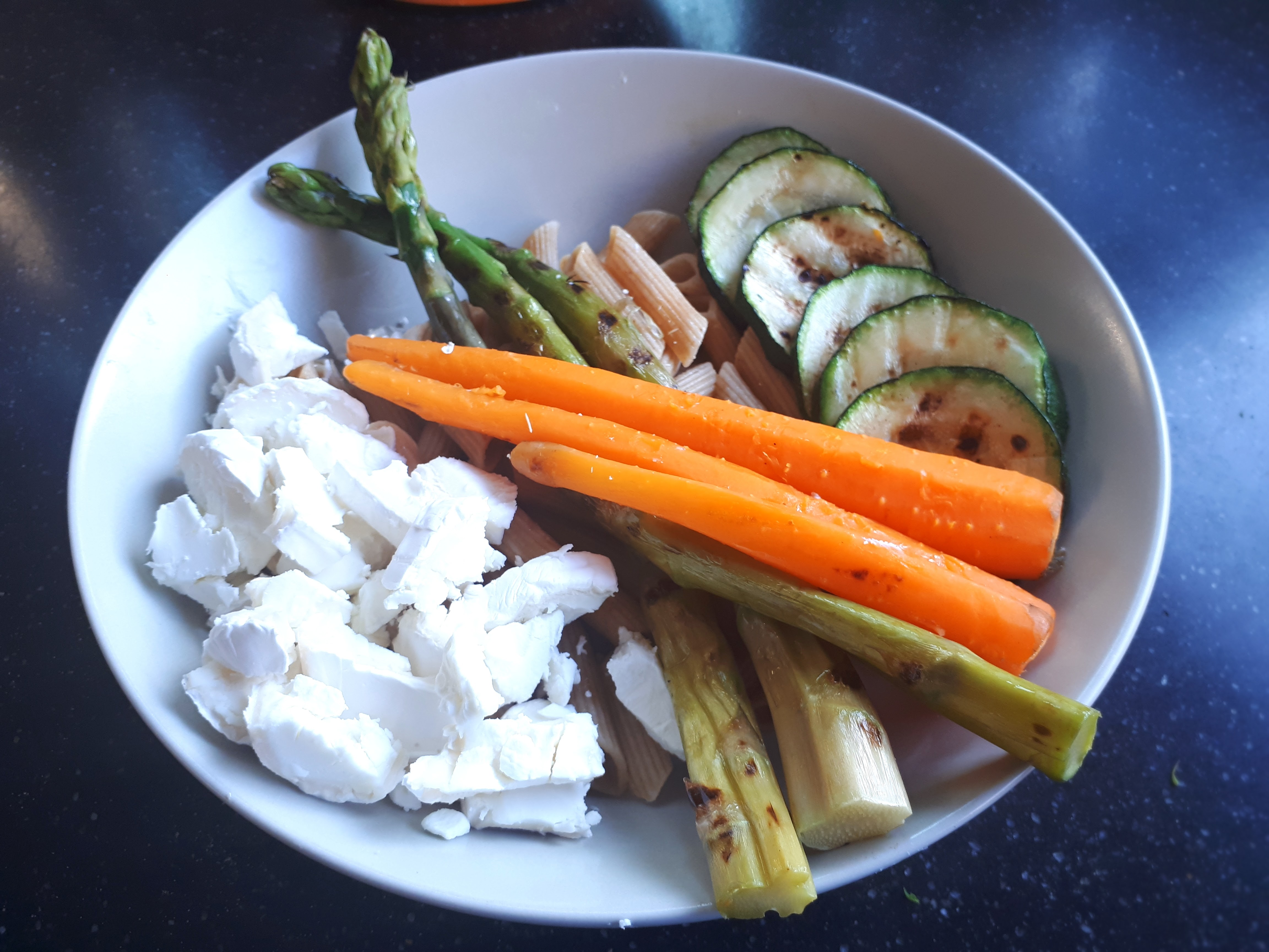 Penne met gegrilde groenten en geitenkaas