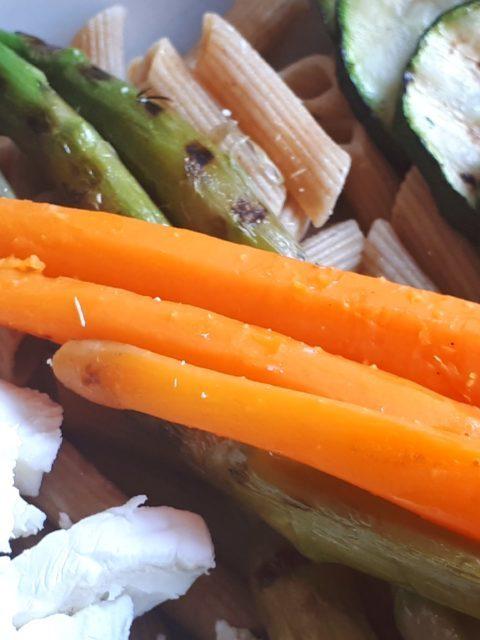 Rijst met groenten en omelet