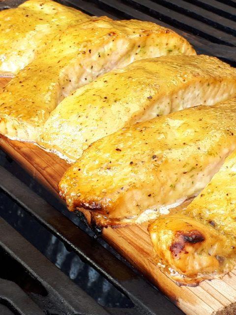 Fettuccini met erwten, ovenham en Parmezaanse kaas