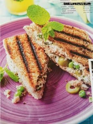 Croque Grieks met tonijn en olijven